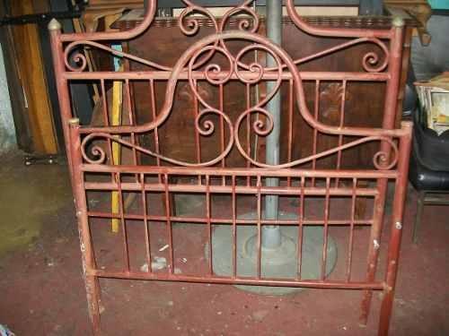 antiga cama de ferro