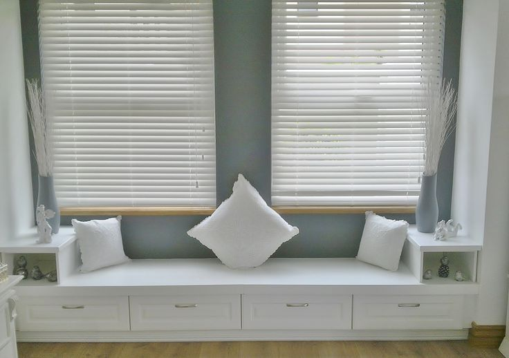 Breathtaking, inviting window bench with stylish finishes in white duco.