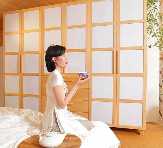 Mai Nguyen aus Vietnam im japanisch angehauchten Schlafzimmer aus massiver Buche: Japan Style, Japanese Style, Style Wardrobes