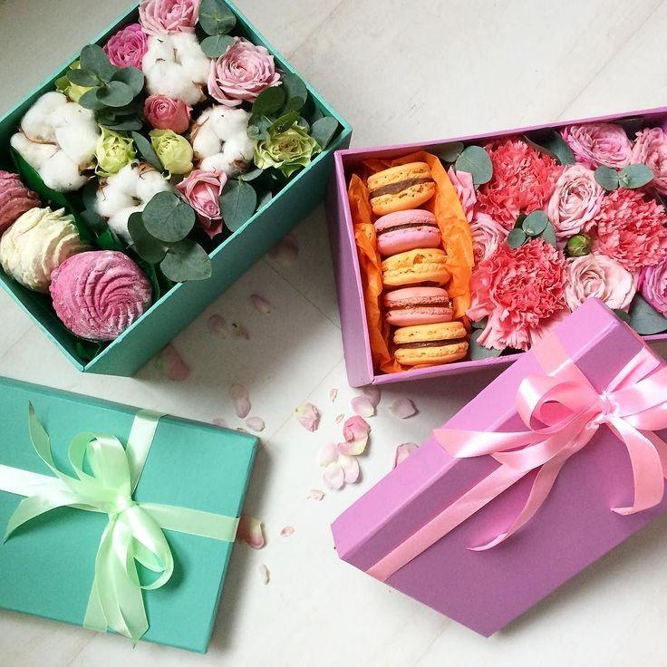Девочки цветы и сладости - это неразделимое трио. Поэтому и на 14 февраля и на 8 марта коробки с цветочно-сладким содержимым точно порадуют вашу прекрасную даму. А мы со @sladkaya_fantaziya_zpua порадуем вас красивыми коробочками о которых мечтает каждая девочка! коробочка с цветами и зефирками 300грн; коробочка с цветами и макаронс 350грн. Доставка включена! Заказы уже принимаем