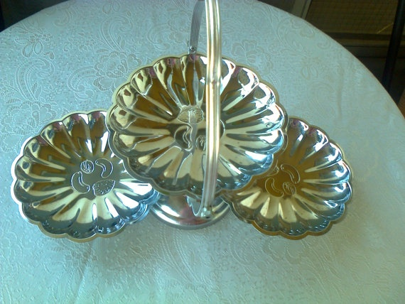 Vintage silver plated serving tray from 80s / triple by Lionsoul, €40.00
