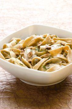Tagliatelle di castagne e funghi con pere e nocciole - Tutte le ricette dalla A alla Z - Cucina Naturale - Ricette, Menu, Diete