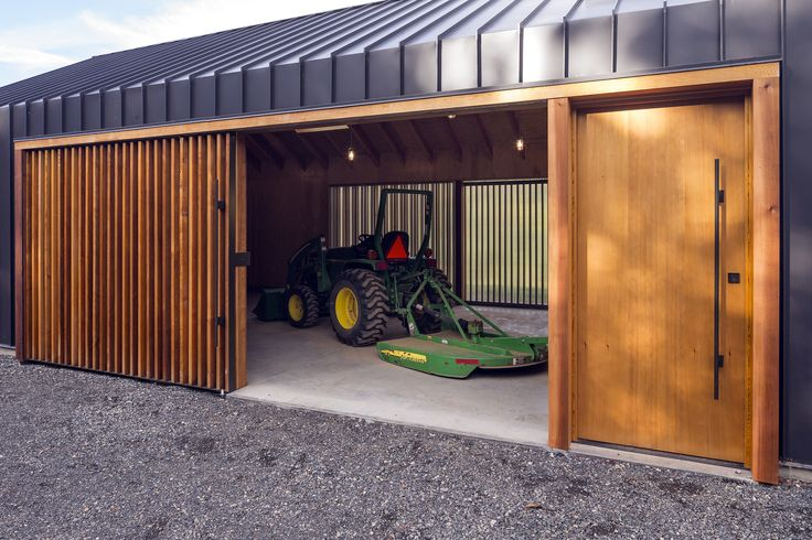 Gallery - Elk Valley Tractor Shed / FIELDWORK Design & Architecture - 3