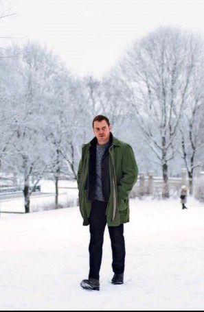 The Snowman (2017) - Rebecca Ferguson Universal Pictures Movie HD  Genre : Mystery, Crime, Thriller, Horror, Drama Stars : Rebecca Ferguson, Michael Fassbender, Val Kilmer, Chloë Sevigny, J.K. Simmons, Jamie Clayton Release : 2017-10-12 Runtime : 140 min. Movie Synopsis : Detective Harry Hole investigates the disappearance of a woman whose pink scarf is found wrapped around an ominous looking snowman.