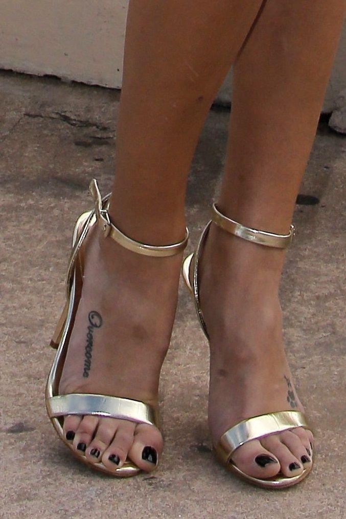Laura Vandervoort's Feet