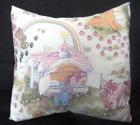 Etsy https://www.etsy.com/nl/listing/191526051/vintage-my-little-pony-fabric-cushions