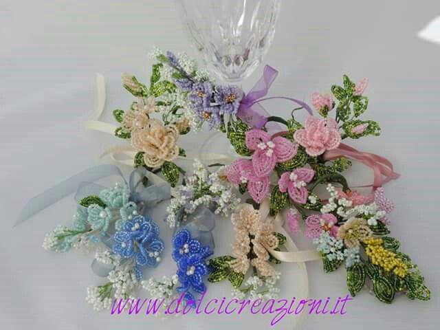 http://www.dolcicreazioni.it/dc/Fiori-di-perline-spring.htm