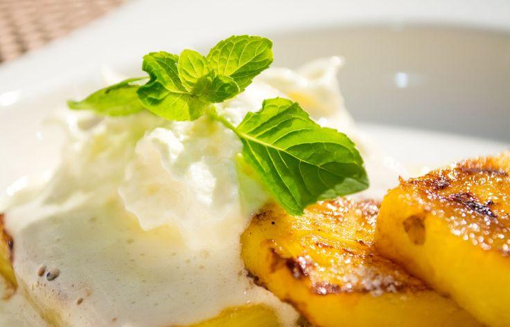 PIÑA A LA PARRILLA Piña a la parrilla+chimichurri=explosión de nuevos y deliciosos sabores.