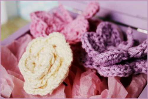 Crochet your own Butterfly- and rose- hairpins! Lovely in a young girls hair!