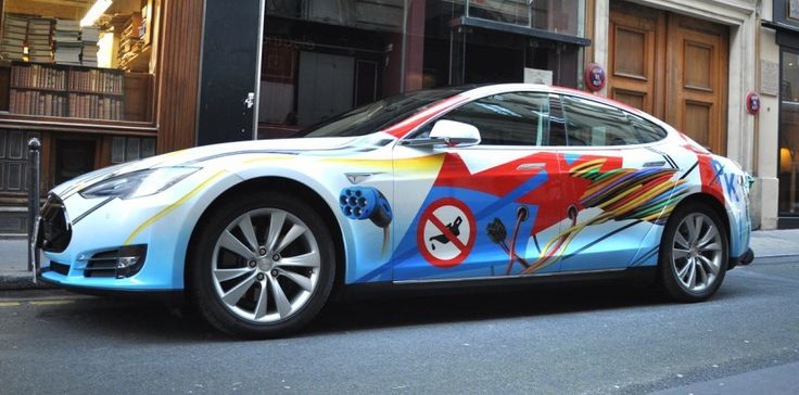 In preview, the first art car Tesla painted by Peter Klasen, was presented in Paris last monday. The car will be exposed in Los Angeles at Heritage Classics from November 13th, 2014. #galeriemecanica #paris #losangeles #tesla #artcar #peterklasen