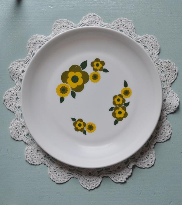 les 25 meilleures id es de la cat gorie assiette arcopal sur pinterest nostalgie vaisselle. Black Bedroom Furniture Sets. Home Design Ideas