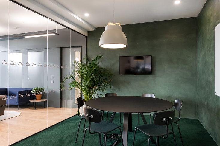 An Inside Look at Peakon's Stylish London Office - Officelovin'