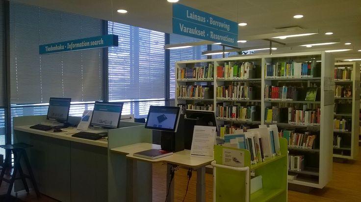 Lainaus. Selkeät opasteet toiminnoista Tikkurilan Laurea-kirjastossa.