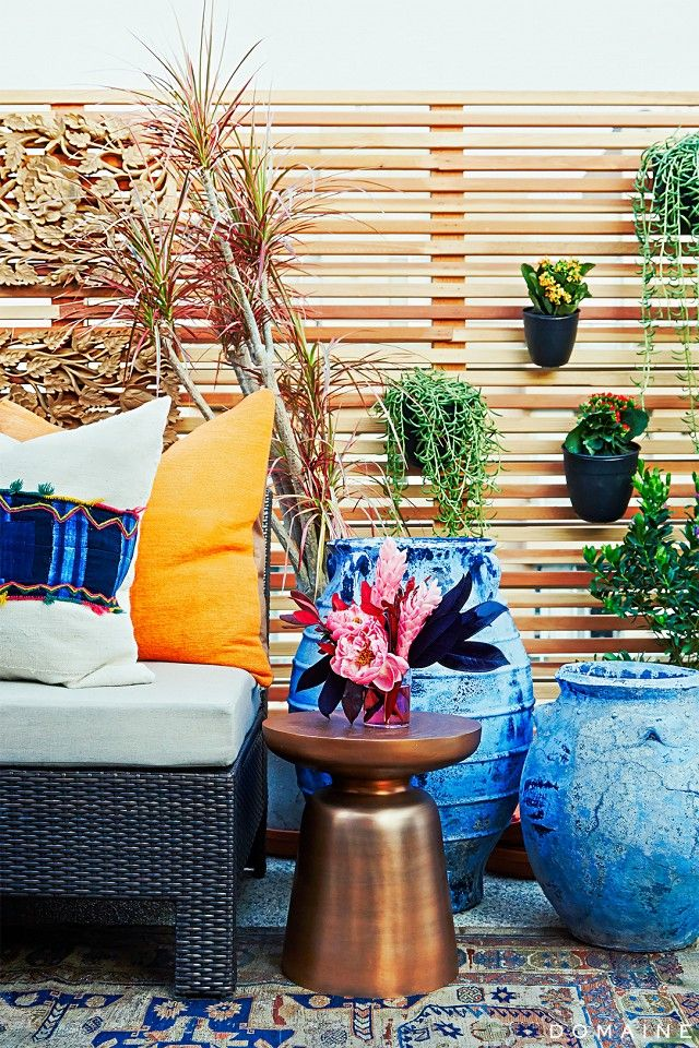 To celebrate the launch of her new site, Jen Atkin gets an outdoor makeover and throws a get-together for clients and friends.