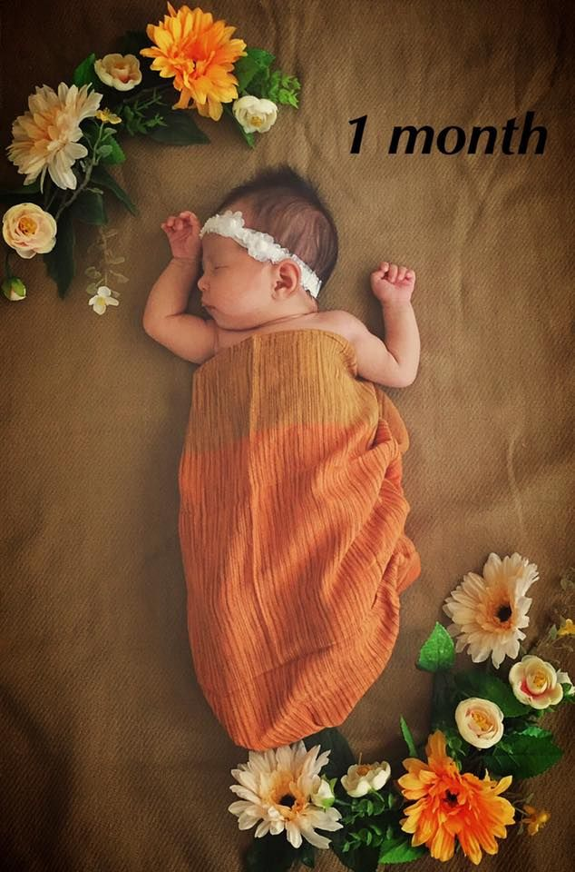 Baby monthly picture. One month old baby photograph. Baby Sonia at 1 month.