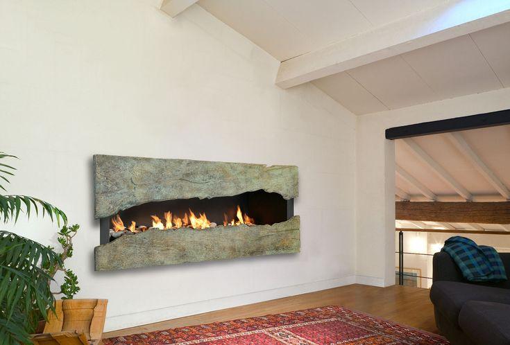 Design caminetto a bioetanolo inserito all'interno di una nicchia del muro con la cornice in pietra - vera opera d'arte