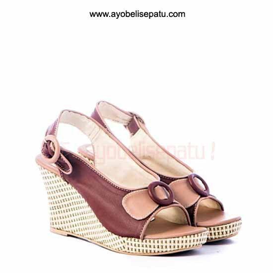 Brand by Gareu  Sepatu ini termasuk dalam jenis sepatu wedges. Didesain dengan model elegant dan bahan syntetic. Cocok untuk dipakai ke pesta atau menemani aktifitasmu ladies. Selengkapnya bisa dibaca pada deskripsi produk.