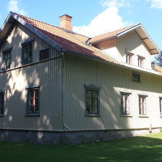 Baksida  #exterior #baksidan #hus #snickarglädje #houseinspo #house #oldhouse #yellowhouse #scandinavianhome #svenskahem #nordiskahem #nordichome #backside