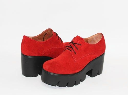 Обувь Красные замшевые туфли на тракторной подошве