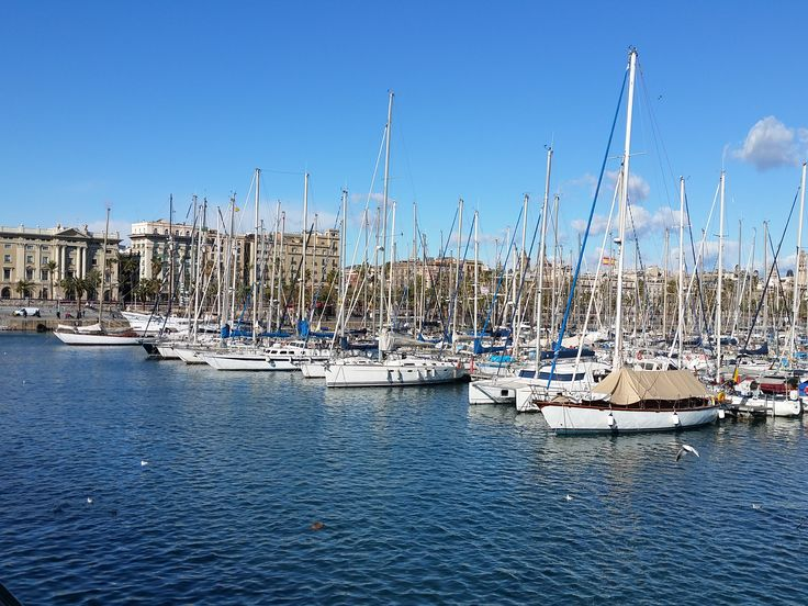 Le port de Barcelone #Barcelona #CityGuide #Sea #City