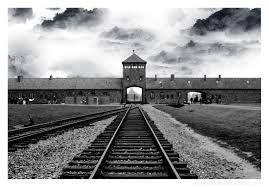 hier kwamen de treinen aan in auswitch. een van de meest vernietigende  concentratiekampen,