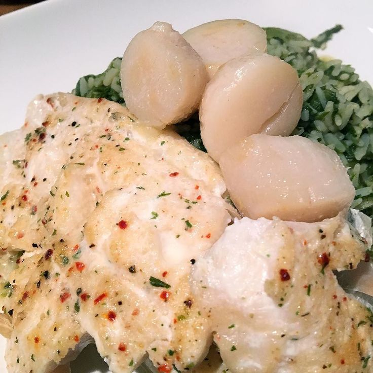 Herbed and garlic haddock with scallops and organic spinach rice. #homemade #realfood #glutenfree #glutenfreelife #glutenfreeliving #organic #organicfood #organicliving #fitfam #fitfood #fitness #healthylifestyle #healthyeating #healthychoices4ahappylife #scallops by tammy_graham7