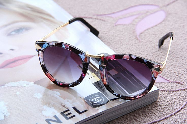 Just bought the same floral sunglasses at Payless for only 12 bucks!
