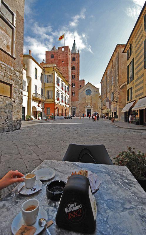 A break in de middle age town of Albenga, Savona, Liguria_ Italy