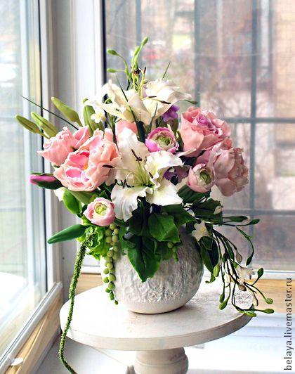 Интерьерные композиции ручной работы. Ярмарка Мастеров - ручная работа Букет с лилиями, ранункулюсами и розами. Холодный фарфор. Handmade.