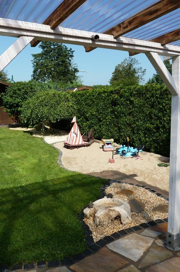 Sandkiste für Kids mit Wasserstein