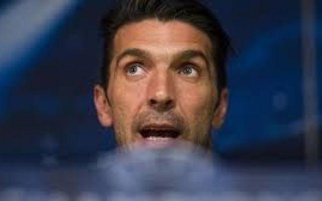 """Juve, Buffon orgoglioso: nessun rimpianto, abbiamo perso con dignità La Juventus nonostante la sconfitta ha disputato una Champions League di grande livello, il capitano Gianluigi Buffon commenta  la gara contro il Barcellona: """"quella di ieri non è stata una brutta se #buffon #sconfitta #dignità"""