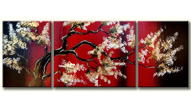 Een 3-luik schilderij met een boom in bloesem.De witte bloesem komt heel mooi uit op de mysterieuze rode achtergond
