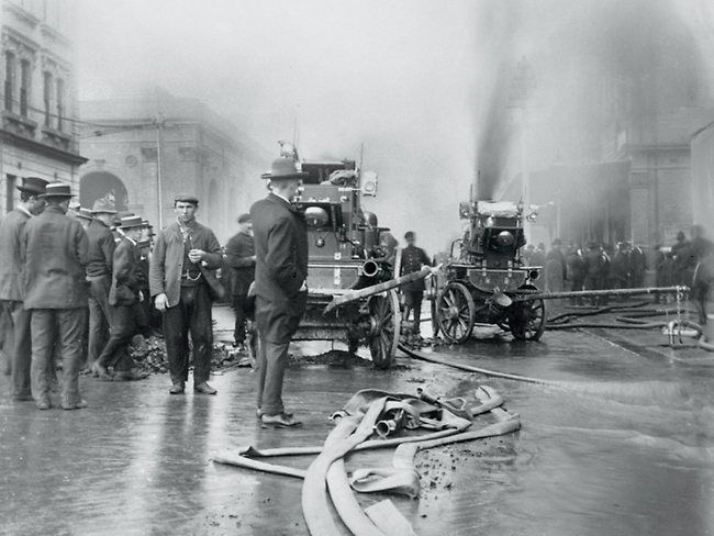 Fighting the Anthony Hordern fire, 1901