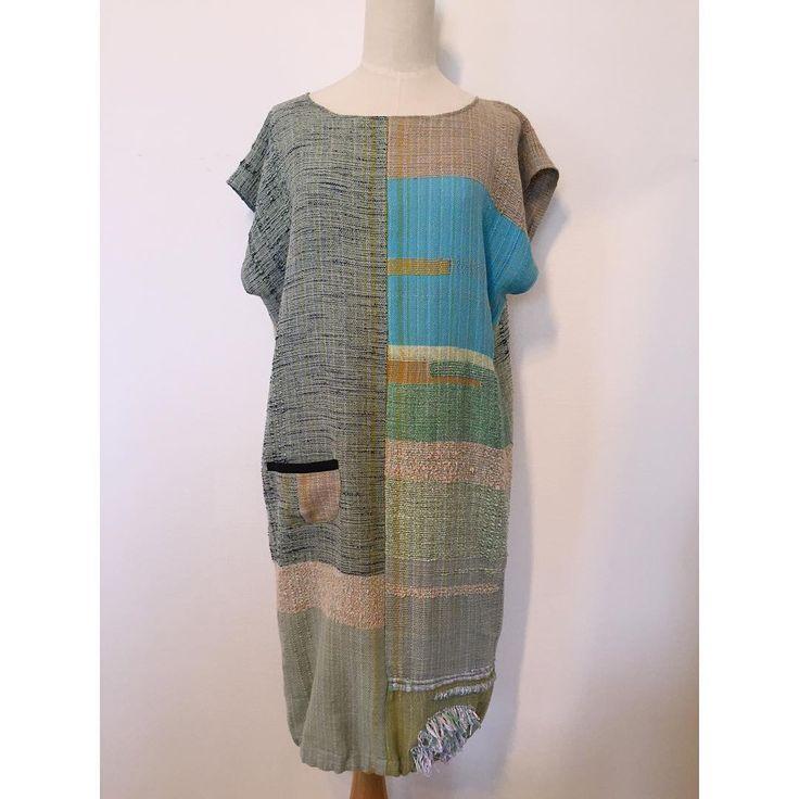"""""""先日、工房で織り上げた布でワンピース #handweaving #手織り #saoriweaving #SAORI #Weaving #さをり #さをり織り…"""