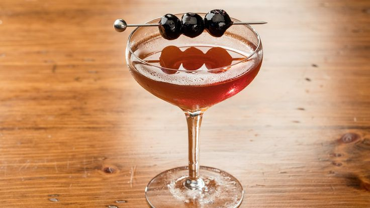 There are some who adhere to dry-martini dogma when making a manhattan, thinking the drink improves with less vermouth But the classic, best and most flavorful ratio for this drink remains two to one Whether you use bourbon or rye is entirely a matter of taste