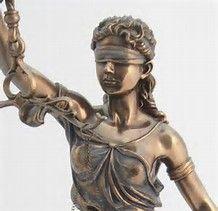 Se giudici e magistrati sono l'unica e potente casta nel Paese è anche colpa dei giornalisti che li osannano e degli avvocati che hanno mancato di coraggio