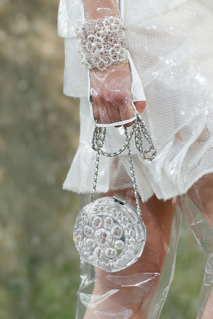 Chanel Spring 2018 Ready-to-Wear  Fashion Show Details