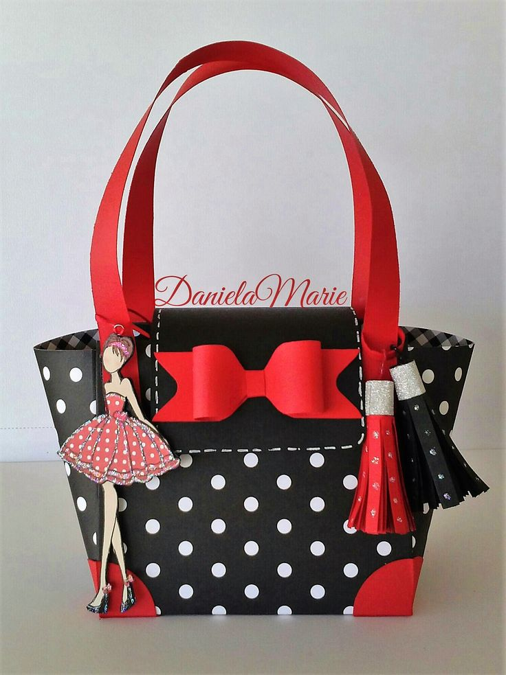 Love day doll <3 Paper purse By Daniela Alvarado.