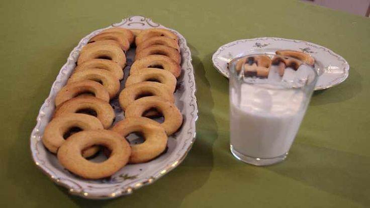 Te is imádod a vaníliás karikát? gondoltad volna, hogy otthon jobbat készíthetsz, mint a bolti? Kövesd Réka receptjét!