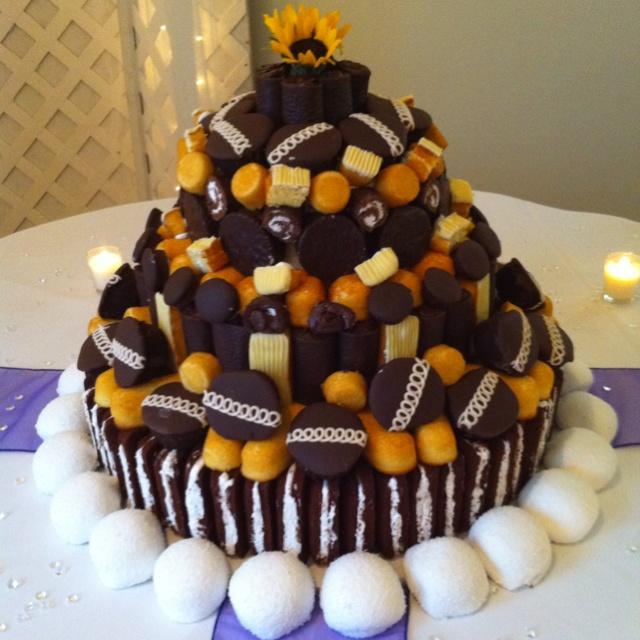 Hostess Wedding Cake With Zingers Cupcakes Twinkies