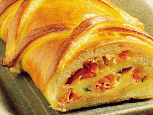 pão caseiro recheado queijo e presunto