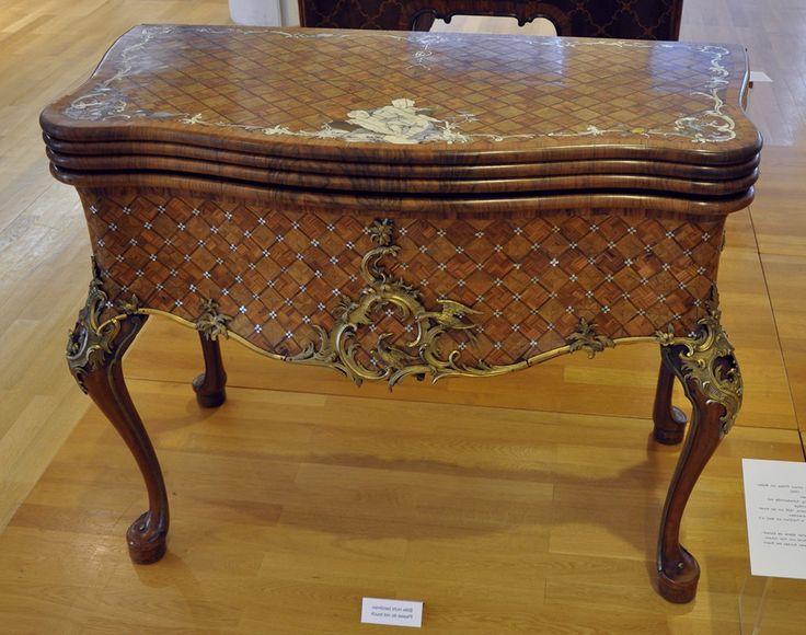 Письменный стол,  сделанный  для архиепископа Иоганн Филиппа фон Вальдердорфа…