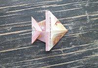 Geldschein falten Fisch Schritt 7 Rechte obere und untere Ecke falten