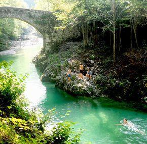 zwemmen in Nadiza rivier in de bergen in Slovenië; bron Mijn Slovenië