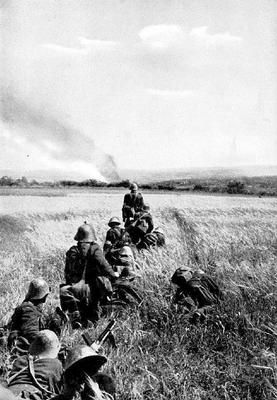 Romanian infantry moving toward Soviet positions in the Eastern Front. Probably in Bessarabia or the Ukraine.
