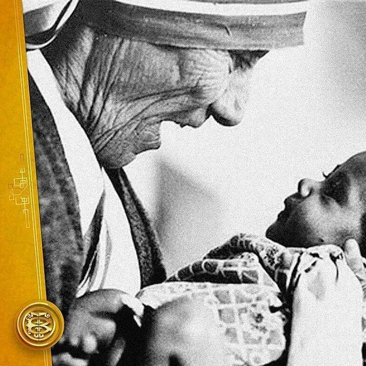 @Regrann from @teatrobaralt -  El 26 de agosto de 1910 nace la Madre Teresa de Calcuta. Agnes Gonxha Bojaxhiu fue el nombre con el cual un día como hoy inició su caminar por este mundo. Durante más de 45 años junto a su congregación de Misioneras de la Caridad se dedicó con devoción al cuidado de pobres enfermos huérfanos y moribundos en más de 100 países.  Premio Nóbel de la Paz en 1979 la Madre Teresa de Calcuta fue un ejemplo inspirador y prueba palpable de cómo la generosidad la…