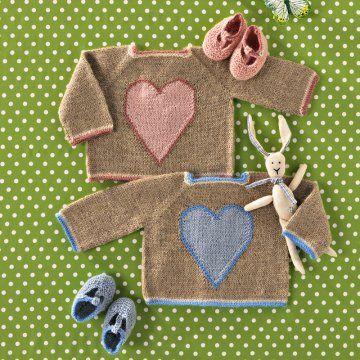 Pull pour bébés tricotés en alpaga avec motif de coeur et chaussons assortis roses et bleus