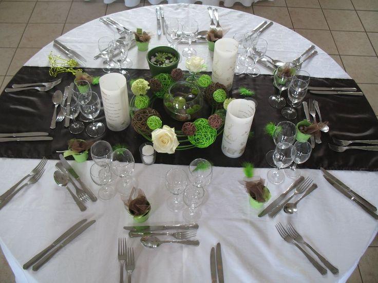 le centre de table avec bougie flottantes et les menus photophore