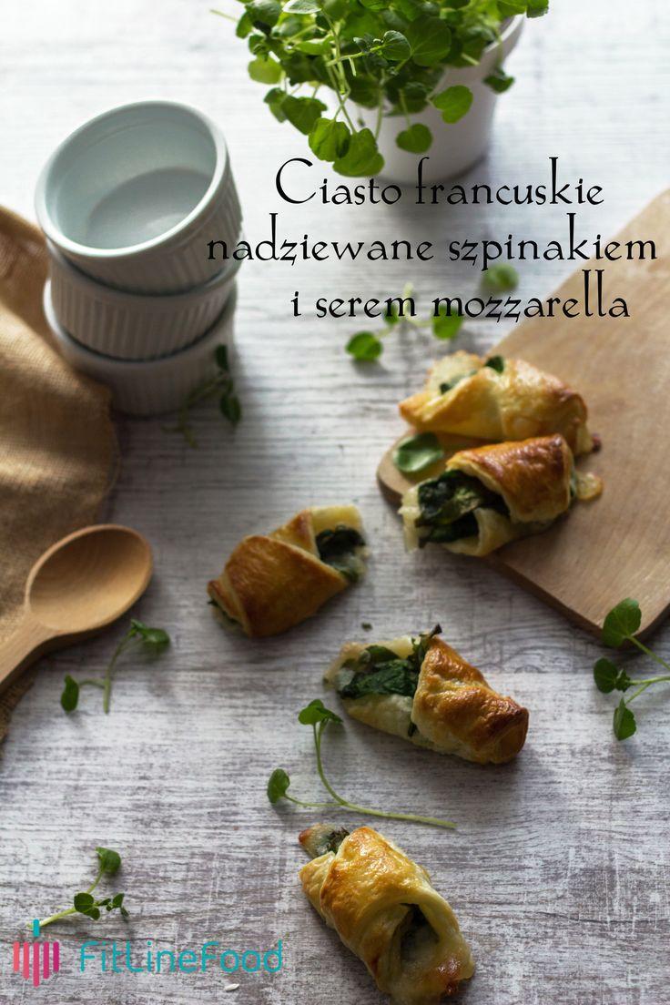 Pomysł na drugie śniadanie - francuskie rogaliki ze szpinakiem i mozzarellą. www.fitlinefood.com