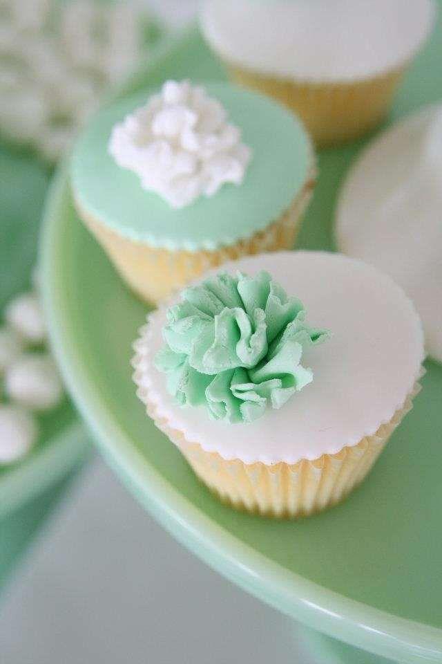 Torte nuziali bianche e verdi - Cupcakes nuziali bianchi e verdi